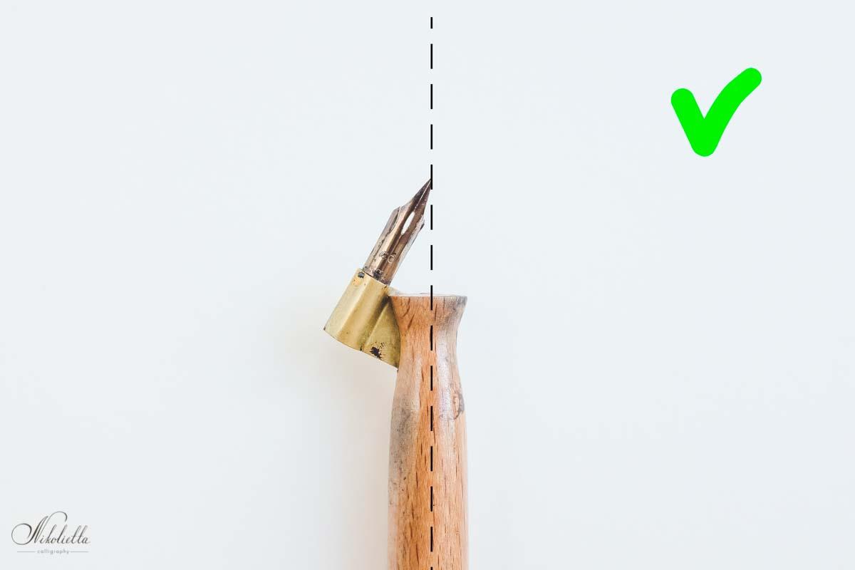 Правильное положение пера в наклонном держателе